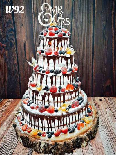 Tort Nacked Cake ze spływajaca czekoladą