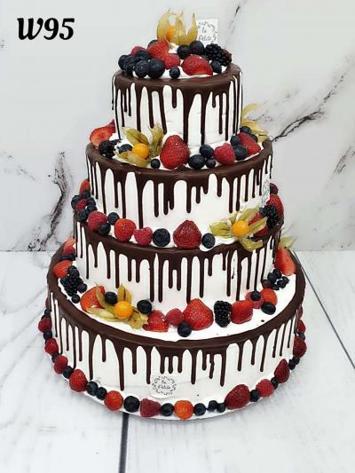 Tort weselny Drip Cake dekorowany owocami