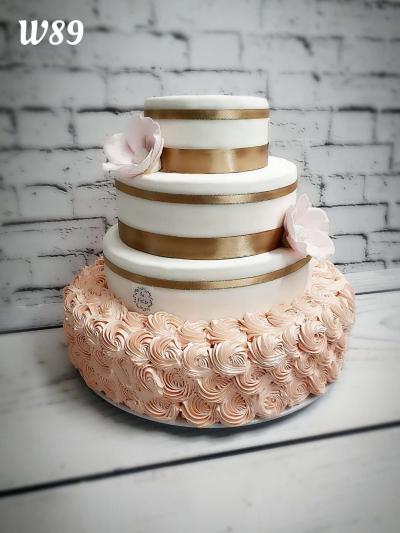 Tort weselny-kwiat jabłoni