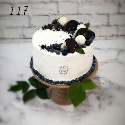 Tort okazjonalny z borówkami z ciasteczkami