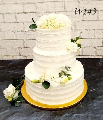Tort ślubny -dekoracja eustoma i eukaliptus